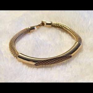 Jewelry - Women's gold tone mesh bracelet (NWOT)